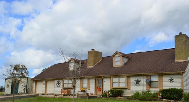 407 Chuckwagon Trail, Angleton, TX 77515 (MLS #14269961) :: The SOLD by George Team