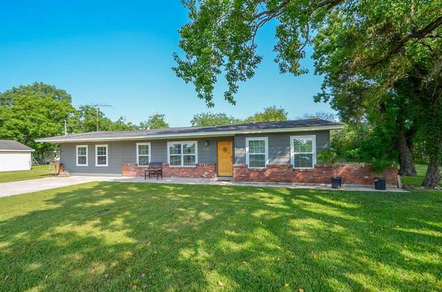 518 W Archer Road, Baytown, TX 77521 (MLS #21982262) :: The SOLD by George Team