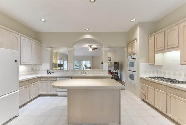 1111 Parkhaven Lane, Houston, TX 77077 (MLS #25465016) :: The SOLD by George Team