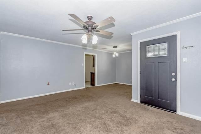 832 Magnolia Street, Lake Jackson, TX 77566 (MLS #49010597) :: Caskey Realty