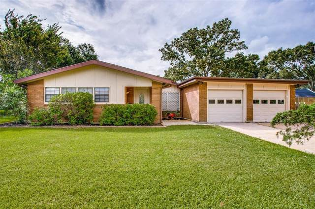 2409 Bayou Drive, League City, TX 77573 (MLS #51051772) :: The Sold By Valdez Team