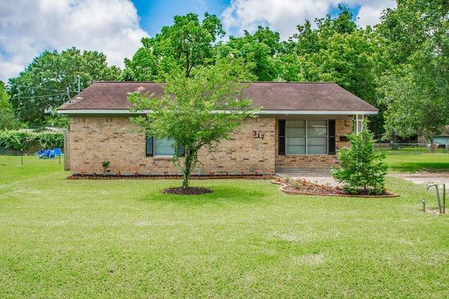 317 Avery Street, Clute, TX 77531 (MLS #51788368) :: Caskey Realty