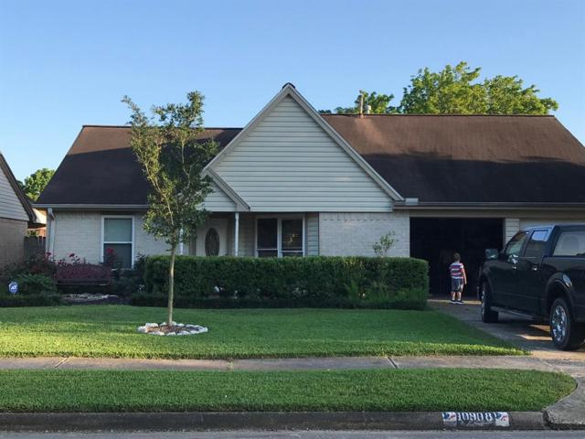 10908 Collingswood Drive, La Porte, TX 77571 (MLS #60979921) :: The Bly Team