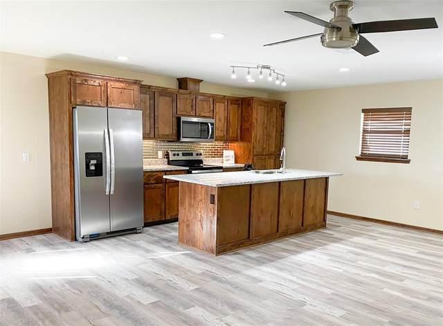809 N Titus Street, Giddings, TX 78942 (MLS #62995714) :: The Home Branch