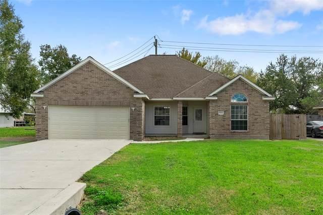 11224 Cherry Point Drive, Mont Belvieu, TX 77535 (MLS #67966544) :: The Home Branch