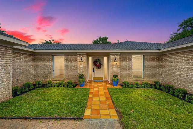 1817 Country Club Boulevard, Sugar Land, TX 77478 (MLS #68520449) :: The SOLD by George Team