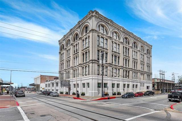 2400 Mechanic Street #204, Galveston, TX 77550 (MLS #68644321) :: The SOLD by George Team