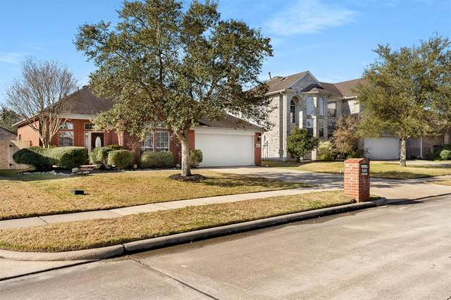 4830 Chase Wick, Bacliff, TX 77518 (MLS #72621533) :: Lerner Realty Solutions