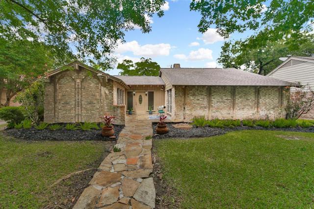 10906 Meadow Lake Lane, Houston, TX 77042 (MLS #76476595) :: The SOLD by George Team