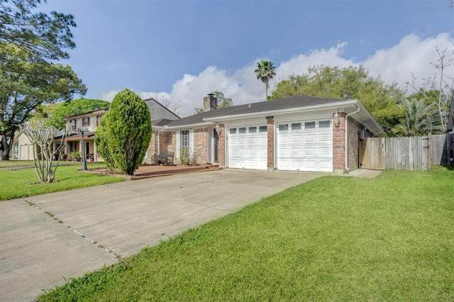 15410 Linkshire Drive, Houston, TX 77062 (MLS #76540295) :: The SOLD by George Team