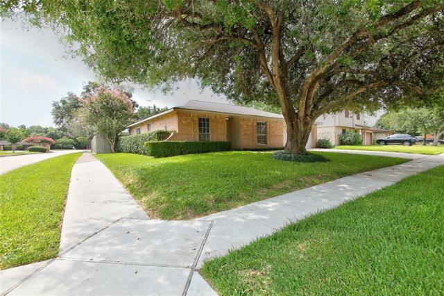 304 Leafwood Circle, League City, TX 77573 (MLS #79487262) :: Texas Home Shop Realty