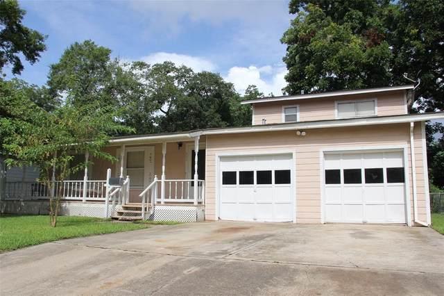 611 Winding Way Street, Lake Jackson, TX 77566 (MLS #83037717) :: The SOLD by George Team