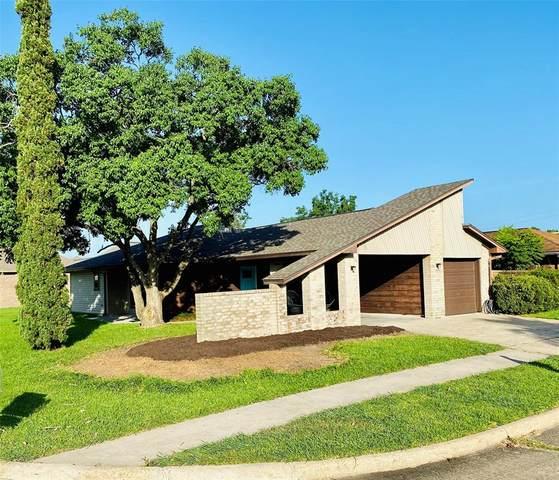4609 Meadowood Drive, Baytown, TX 77521 (MLS #87776958) :: The SOLD by George Team