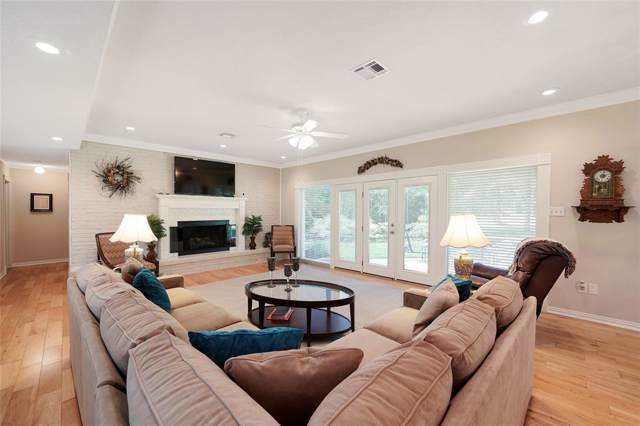 651 Ravensworth Drive, Conroe, TX 77302 (MLS #88347168) :: The Home Branch