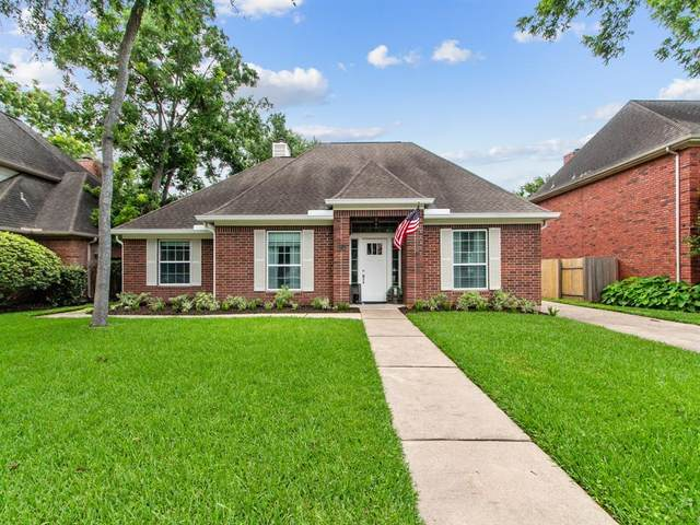 6911 Hearthside Drive, Sugar Land, TX 77479 (MLS #8862240) :: The SOLD by George Team
