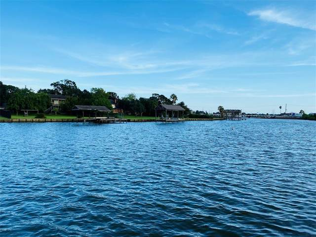 2043 Glencove Drive, Seabrook, TX 77586 (MLS #9080378) :: The Home Branch