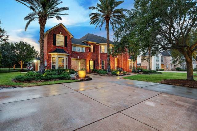 1955 Emerald Point Lane, League City, TX 77573 (MLS #95045211) :: The Bly Team