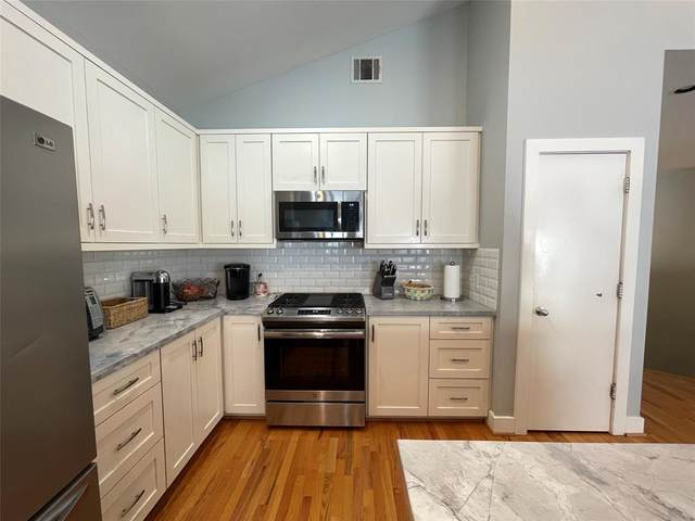 9822 Samantha Suzanne Court, Houston, TX 77025 (MLS #10195881) :: The Property Guys