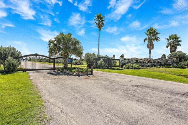 690 Hwy 87, Crystal Beach, TX 77650 (MLS #12193902) :: Texas Home Shop Realty