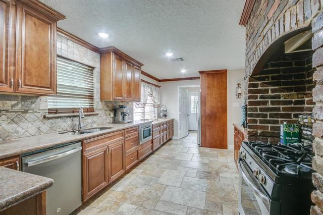 1107 Shorewood Drive, Seabrook, TX 77586 (MLS #13682854) :: Caskey Realty