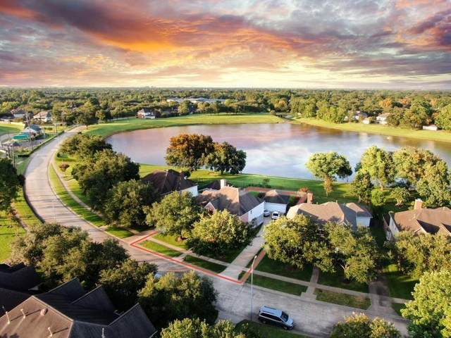 5111 Avondale Drive, Sugar Land, TX 77479 (MLS #38779202) :: The SOLD by George Team