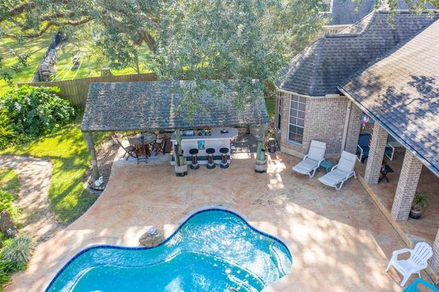 800 Enchanted Oaks Drive, Angleton, TX 77515 (MLS #41627660) :: The SOLD by George Team