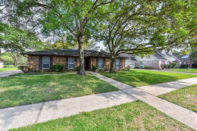 137 Saint Andrews Drive, Friendswood, TX 77546 (MLS #44595715) :: The SOLD by George Team