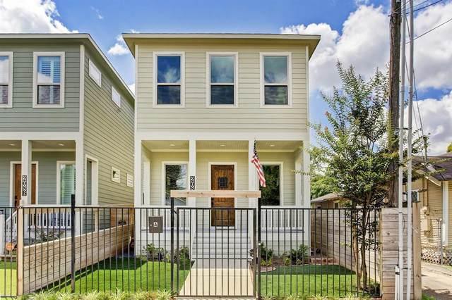 208 E 31st 1/2 Street A, Houston, TX 77018 (MLS #48737537) :: The Freund Group