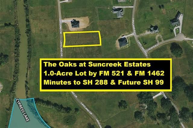 839 Lakeland Circle, Rosharon, TX 77583 (MLS #48993392) :: The Home Branch
