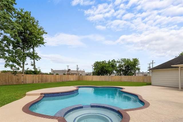 305 Regency Court, Friendswood, TX 77546 (MLS #50303314) :: The SOLD by George Team
