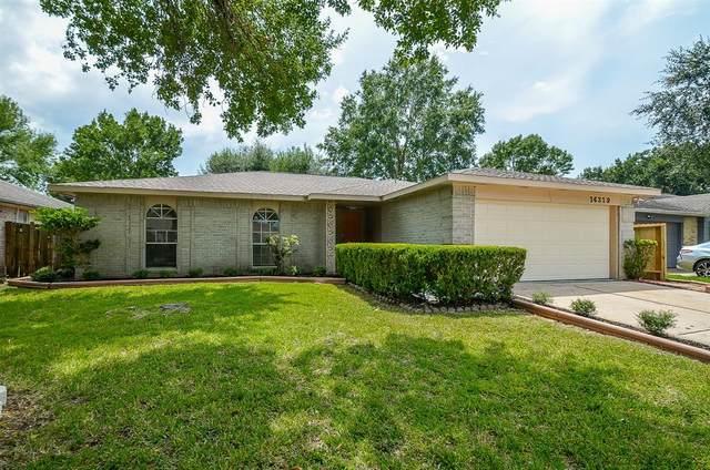 14319 Branchwater Lane, Sugar Land, TX 77498 (MLS #66197750) :: The Bly Team