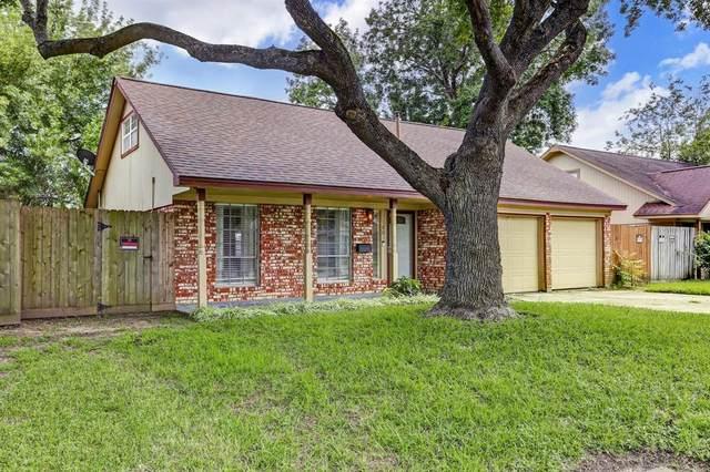 1801 Aspen Lane, Seabrook, TX 77586 (MLS #67604744) :: Ellison Real Estate Team