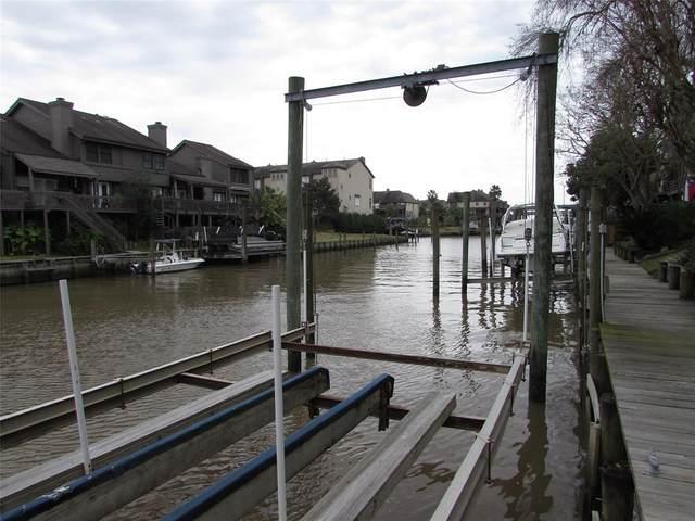 18217 Sandy Cove, Nassau Bay, TX 77058 (MLS #83949933) :: Ellison Real Estate Team