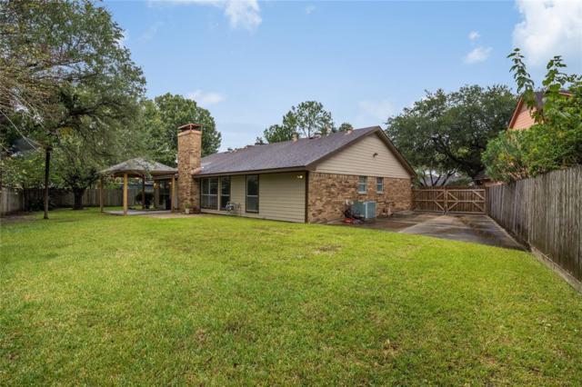 201 Lochnell Drive, Houston, TX 77062 (MLS #13342030) :: Fairwater Westmont Real Estate