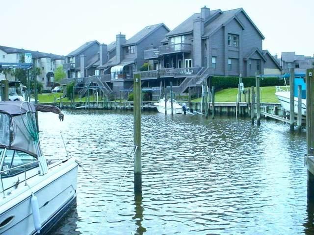 18201 Starboard Drive, Nassau Bay, TX 77058 (MLS #63042429) :: Ellison Real Estate Team