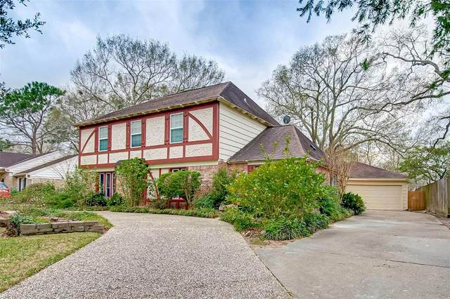 823 Forest Lake Drive, Seabrook, TX 77586 (MLS #320865) :: Ellison Real Estate Team