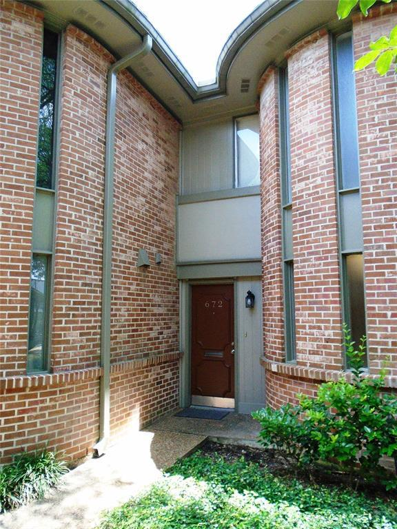 672 S Ripple Creek Drive #672, Houston, TX 77057 (MLS #10378584) :: The SOLD by George Team