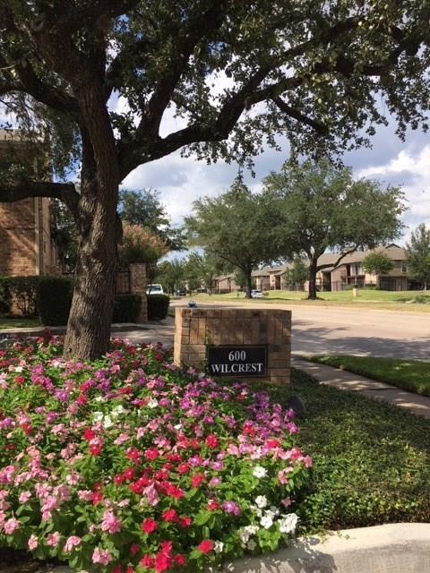240 Wilcrest Drive #240, Houston, TX 77042 (MLS #10472525) :: Christy Buck Team