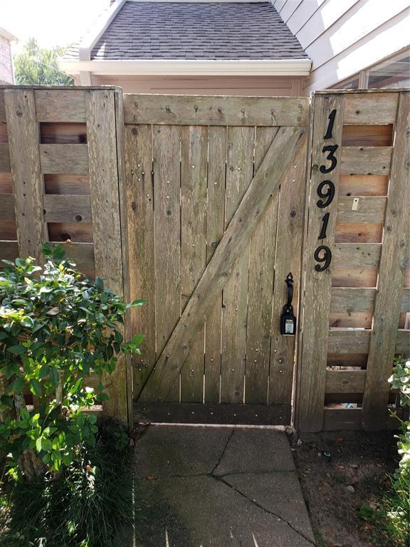 13919 Hollowgreen Drive, Houston, TX 77082 (MLS #10536792) :: Giorgi Real Estate Group