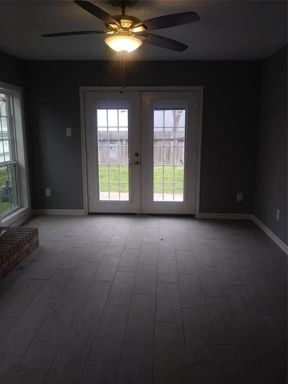 409 S Austin Street S, Webster, TX 77598 (MLS #10563103) :: Giorgi Real Estate Group