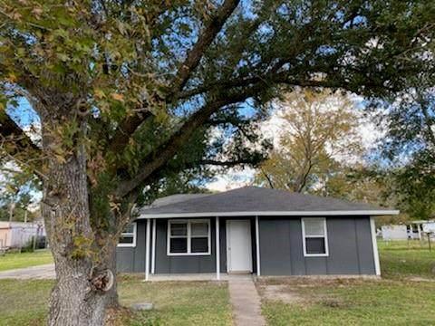 818 Baker Circle, Ames, TX 77575 (MLS #10596117) :: The Queen Team