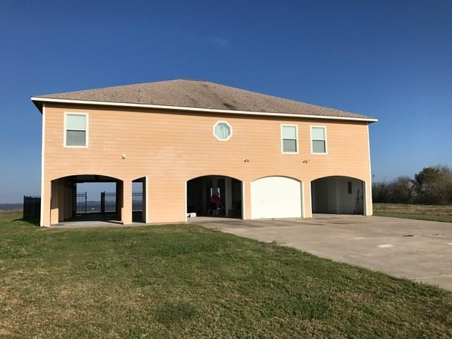 894 Windswept Drive, Port Lavaca, TX 77979 (MLS #10672606) :: The Bly Team