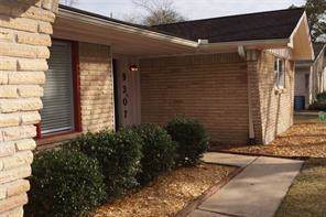 9307 Braes Bayou Street, Houston, TX 77074 (MLS #10776327) :: The Jill Smith Team