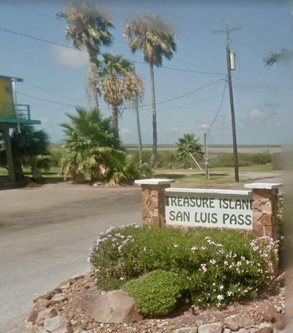 232 Schooner Drive, Freeport, TX 77541 (MLS #11338376) :: Michele Harmon Team