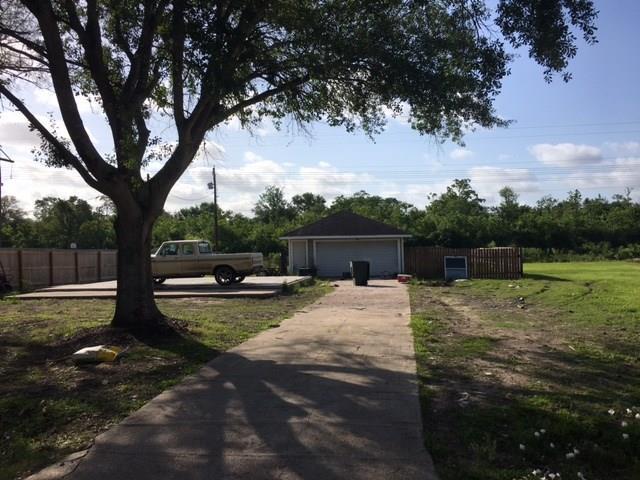 7121 Beechwood Drive, Angleton, TX 77515 (MLS #12029042) :: Texas Home Shop Realty