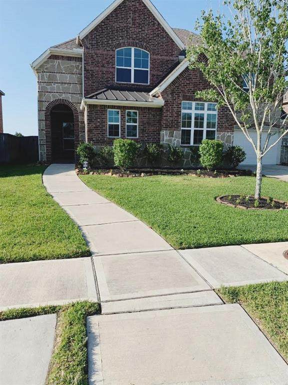 7407 Woodward Springs Drive, Pearland, TX 77584 (MLS #12046383) :: Christy Buck Team