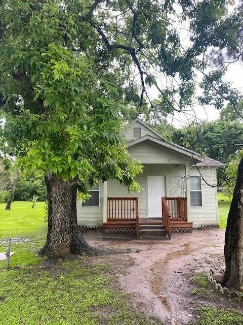 405 W Orange Street, Angleton, TX 77515 (MLS #12402106) :: Christy Buck Team