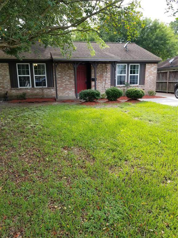 2136 Pearland Avenue, Pearland, TX 77581 (MLS #12929313) :: My BCS Home Real Estate Group