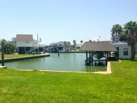 1703 Diamond Head Drive, Tiki Island, TX 77554 (MLS #12930587) :: Giorgi Real Estate Group