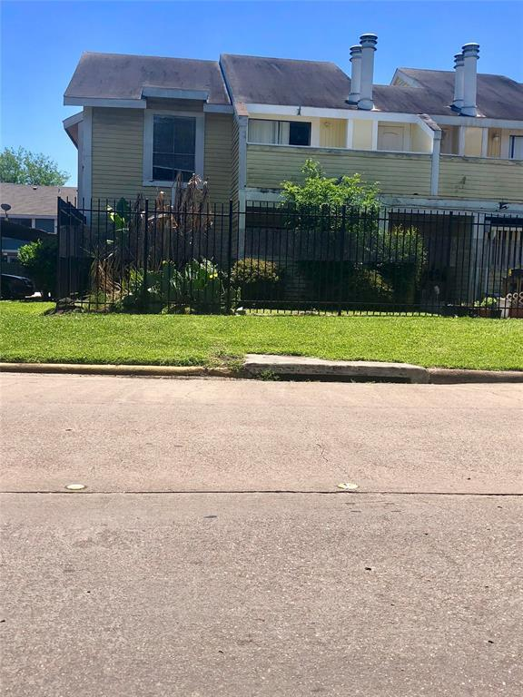 8405 Wilcrest Drive #1208, Houston, TX 77072 (MLS #14491709) :: Christy Buck Team